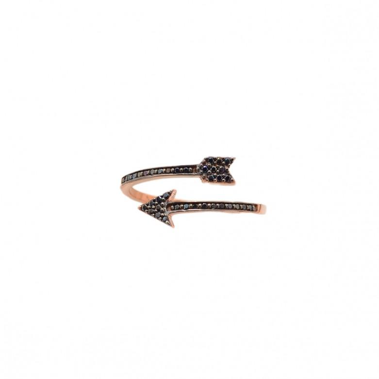 9kt Gold. Black CZ wrap over arrow ring