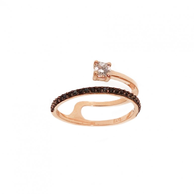 9kt Gold. Black CZ wrap ring with solitaire