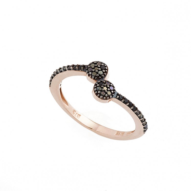 9kt Gold. Wrap around ring with black CZ