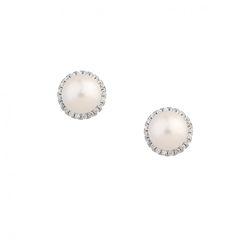 Sterling silver 925°. Pearl stud earrings with CZ halo